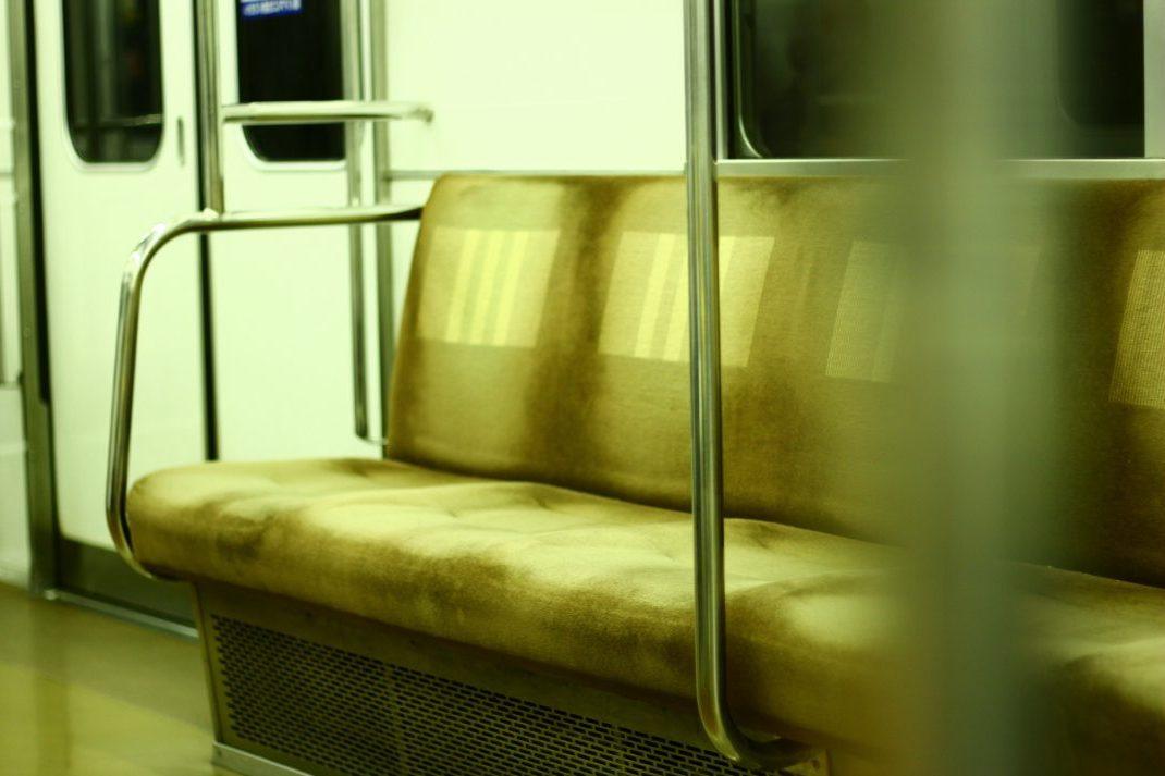 地下鉄の座席